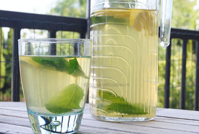 groene-ijsthee-met-citroen
